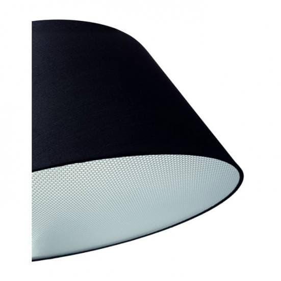 Detalle de la pantalla de la lámpara de pie negra arqueada Zanzibar. Diseño de Exo Novolux. Moderna y Contemporánea.