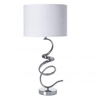 Lámpara de pie con metal efecto martillado y campana en color blanco